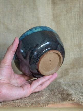 Bowl negro con superposición de celeste